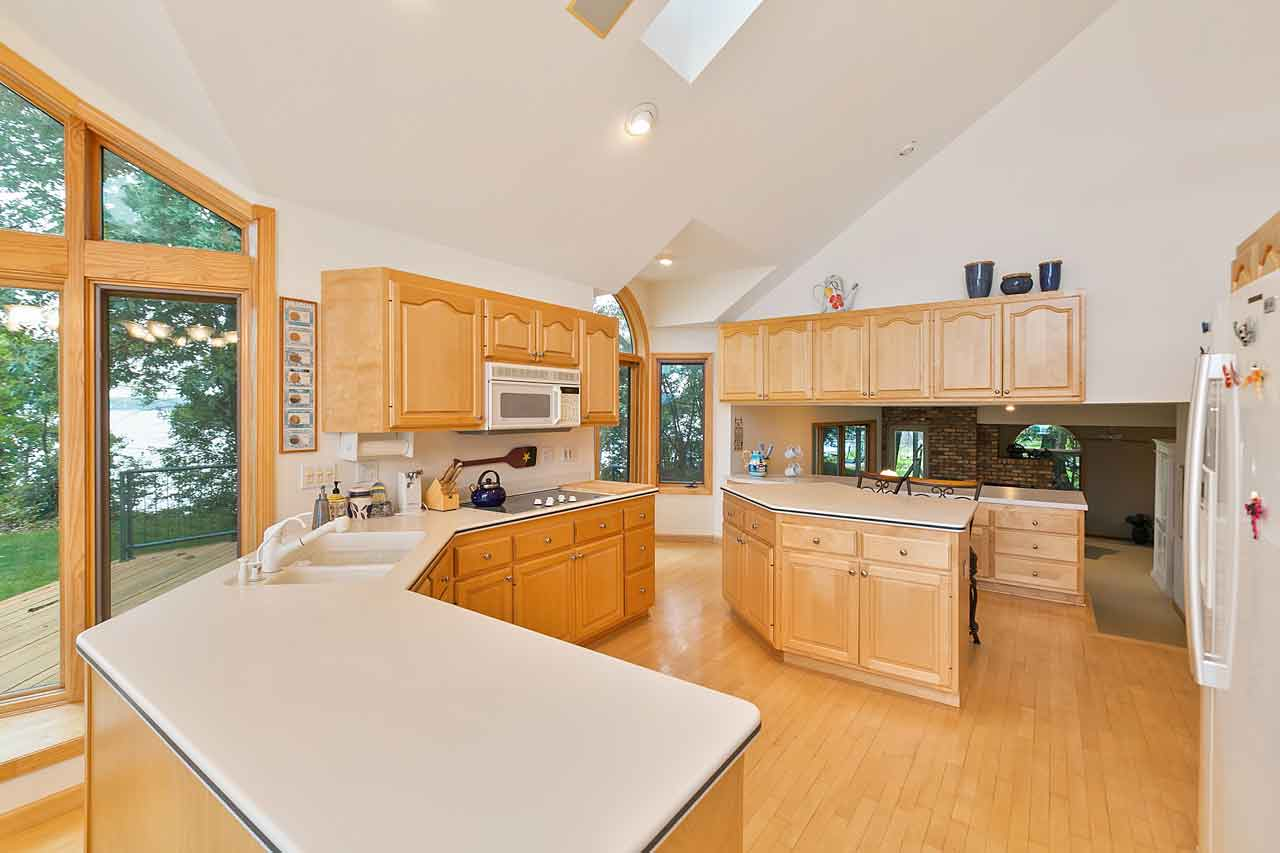 4595 Enchanted Point Shorewood MN 55364 Bright Open Kitchen